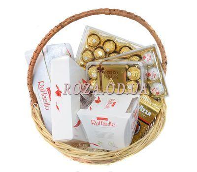 """Подарочная корзина Ferrero Rocher и Raffaello"" в интернет-магазине цветов roza.od.ua"