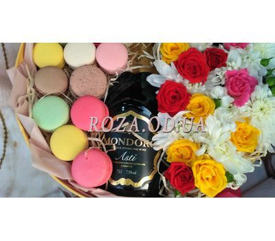 """Flowers with Macarons and Mondoro Asti 4"" in the online flower shop roza.od.ua"