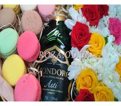 """Flowers with Macarons and Mondoro Asti 6"" in the online flower shop roza.od.ua"