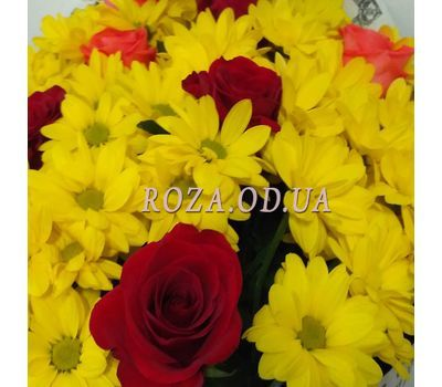 """""""Bright bouquet of chrysanthemums and roses 1"""" in the online flower shop roza.od.ua"""