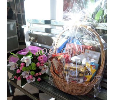 """Basket of sweets 1"" in the online flower shop roza.od.ua"