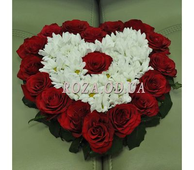 """""""Heart of roses and chrysanthemums 2"""" in the online flower shop roza.od.ua"""
