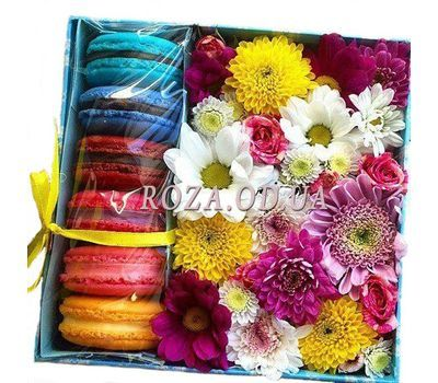 """Composition with cakes"" in the online flower shop roza.od.ua"