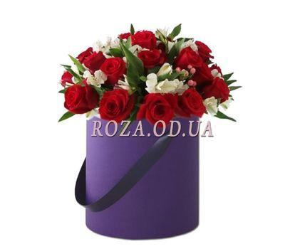 """Composition in a hat box"" in the online flower shop roza.od.ua"
