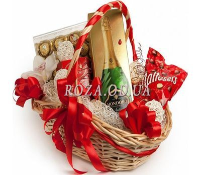 """Gift basket"" in the online flower shop roza.od.ua"