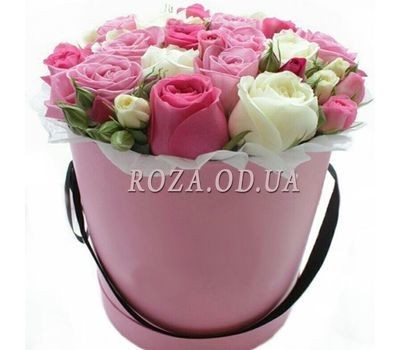 """Delicate bouquet in a hat box"" in the online flower shop roza.od.ua"